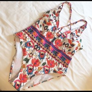 🌺 NWT Floral swimsuit 🌺 HOST PICK